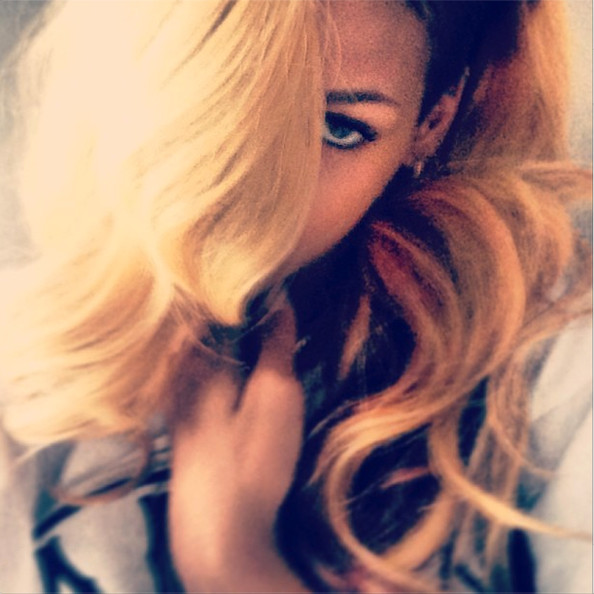 Oh Hey, Look Who's Blonde Again—It's Rihanna!