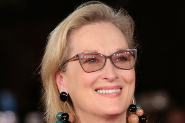 Meryl Streep Accepts the Cecil B. DeMille Award at the 2017 Golden Globes With a Searing Speech on 'Powerful Bullies'