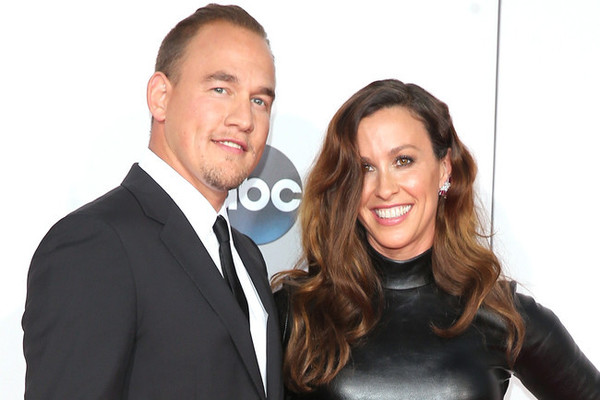 Alanis Morissette Welcomes Baby Girl Onyx on Social Media
