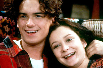 Our Excitement for the 'Roseanne' Revival Just Peaked Because Johnny Galecki Is Now Onboard