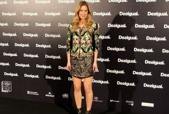 Bar Refaeli Struts the Runway for Desigual at Barcelona Fashion Week [VIDEO]
