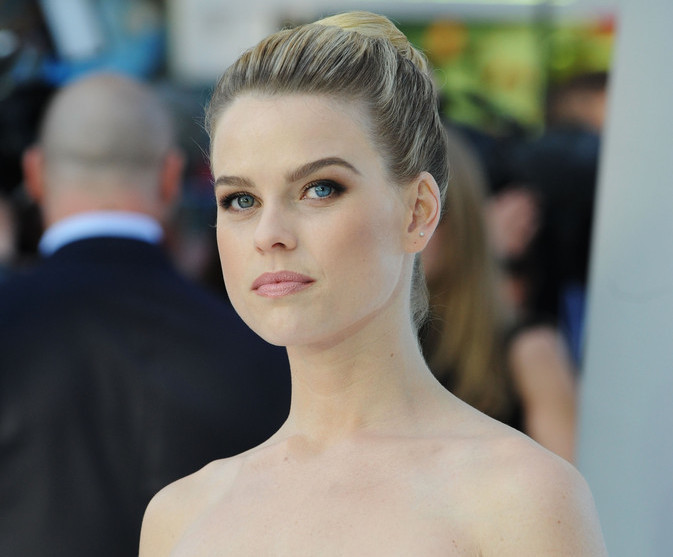 Alice Eve - Celebrities with Different Colored Eyes - Zimbio