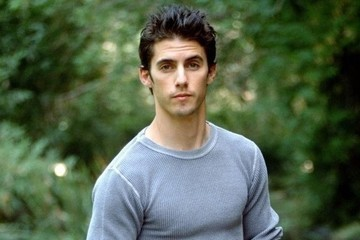 These Shirtless Milo Ventimiglia Photos Will Take You Back to the '90s