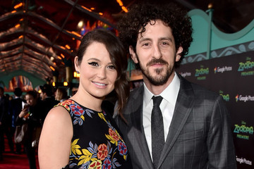 'Scandal' Star Katie Lowes Is Expecting Her First Child