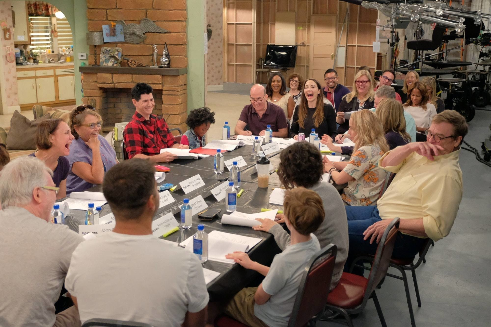 'Roseanne' Cast Is Reunited in Photo From Revival's First Table Read