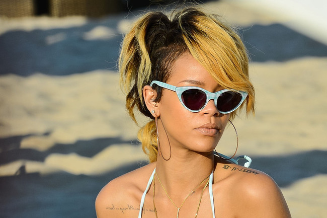 THIS Is What Rihanna Wears to the Beach