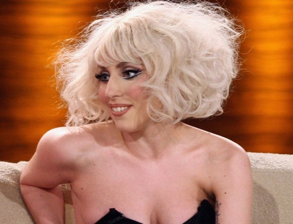 lady gaga hairstyles how to. Lady Gaga has a huge