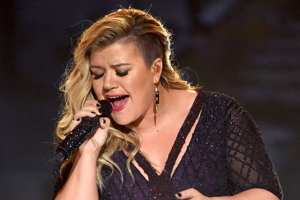We're Obsessed With This Kelly Clarkson Cover of Rihanna's 'Better Have My Money'