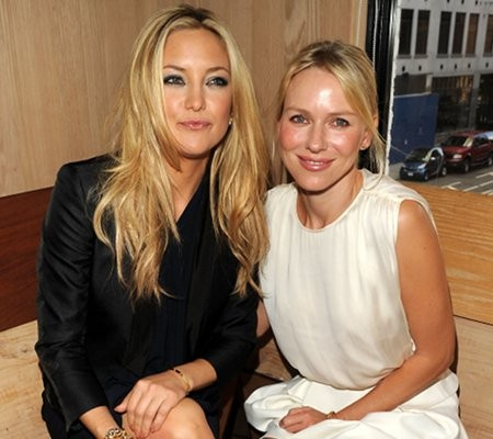 Photo of Naomi Watts & her friend actress  Kate Hudson - Cast of Le divorce