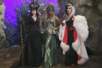 "'Once Upon a Time' Recap: ""Darkness on the Edge of Town"""
