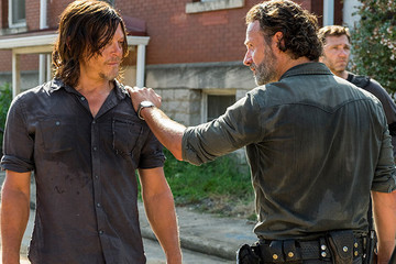 'The Walking Dead' Returns With a Smile