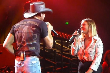 Watch Tim McGraw Duet With 18-Year-Old Daughter Gracie