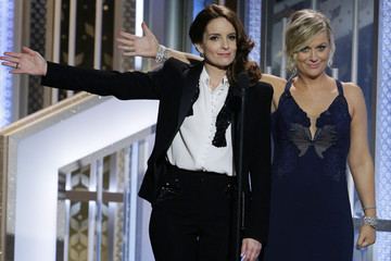 Tina Fey and Amy Poehler Will Host 'SNL's' Christmas Episode