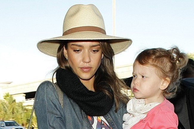 THIS Is Jessica Alba's Vacation Style Staple