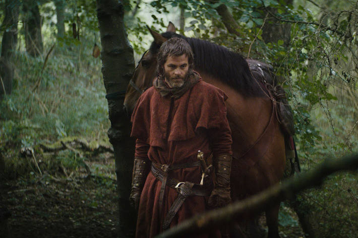 Chris Pine as Robert the Bruce in The Outlaw King. (Netflix)