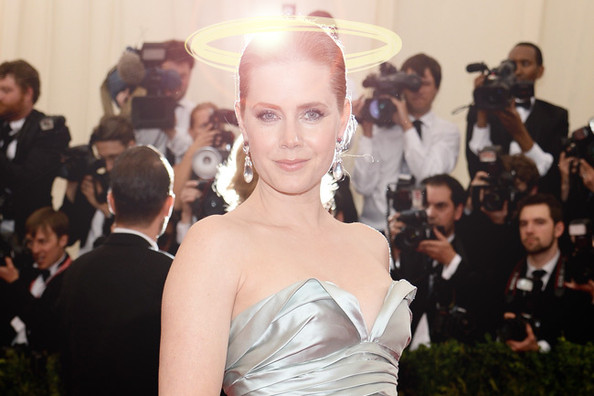 Amy Adams Gave Up Her First Class Seat to a Soldier On Her Flight to LA