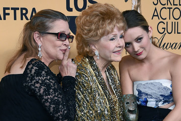 Billie Lourd Speaks Out for the Second Time Since Deaths of Mom Carrie Fisher & Grandma Debbie Reynolds