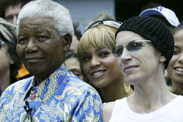 Stars React to Nelson Mandela's Death