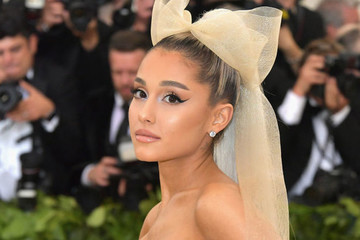 Get Ready To Do A Double Take Because Ariana Grande Is Almost Unrecognizable On Her New 'Vogue' Cover