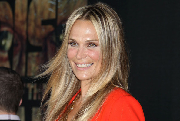 Molly Sims' Tips for a Healthier, Prettier You in 'Shape Magazine'
