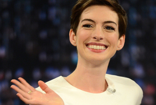 Anne Hathaway Reacts to Her Hoo-Hoo Flashing Wardrobe Malfunction