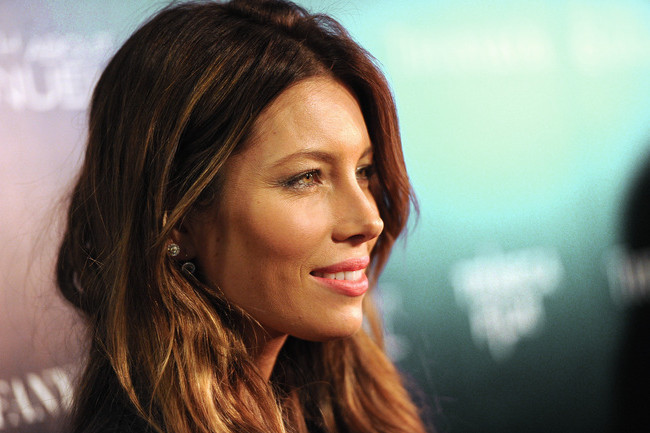 Jessica Biel Shows Us How to Work a Crop-Top in the Cold