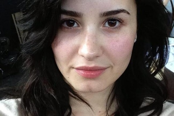 Would You Ever Post a Makeup-Free Selfie? Demi Lovato Did!