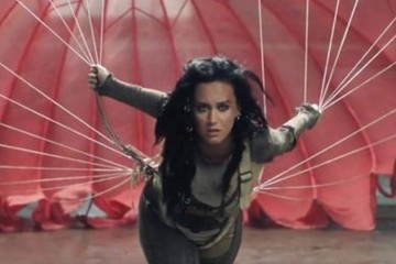 Katy Perry Tries to Make Us Forget About Naked Orlando Bloom By Releasing Her 'Rise' Video