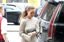 Look of the Day: Chrissy Teigen's Autumnal Ensemble