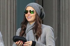 Jessica Biel Shops in NYC