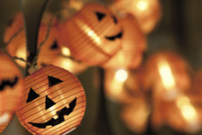 Gorgeous Ways To Decorate Your Mantle This Halloween