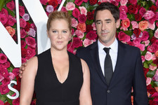 Amy Schumer Announces Pregnancy In A Royally Hilarious Post