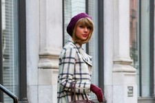 Taylor Swift Bundles Up in NYC