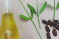 How to Add Jojoba Oil to Your Beauty Routine