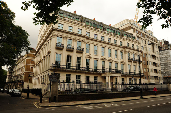 This 45 bedroom mansion in london 39 s knightsbridge has gone for Mansion houses for sale in london