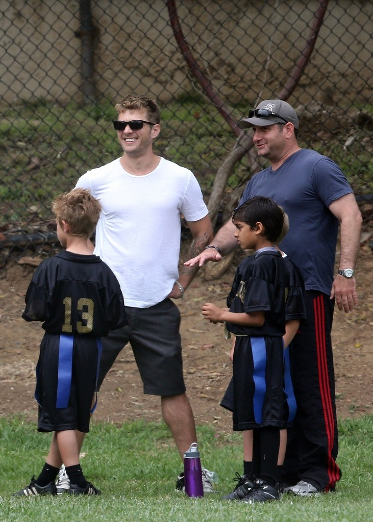 Ryan Phillippe in Ryan Phillippe Watches His Son's Soccer ... Ryan Phillippe Tv
