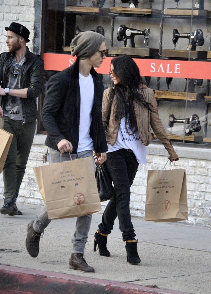 Are Vanessa Hudgens & Austin Butler Still Together Here s What We Know