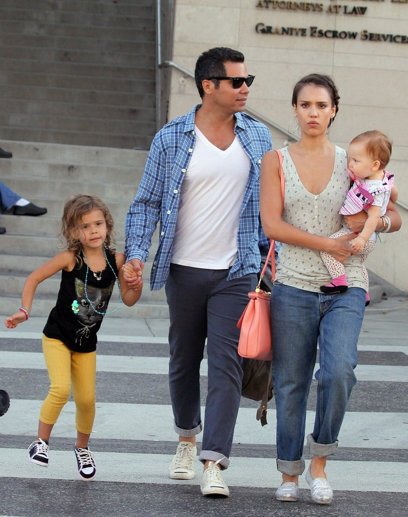 Jessica Alba in Jessica Alba and Family Go to Lunch - Zimbio