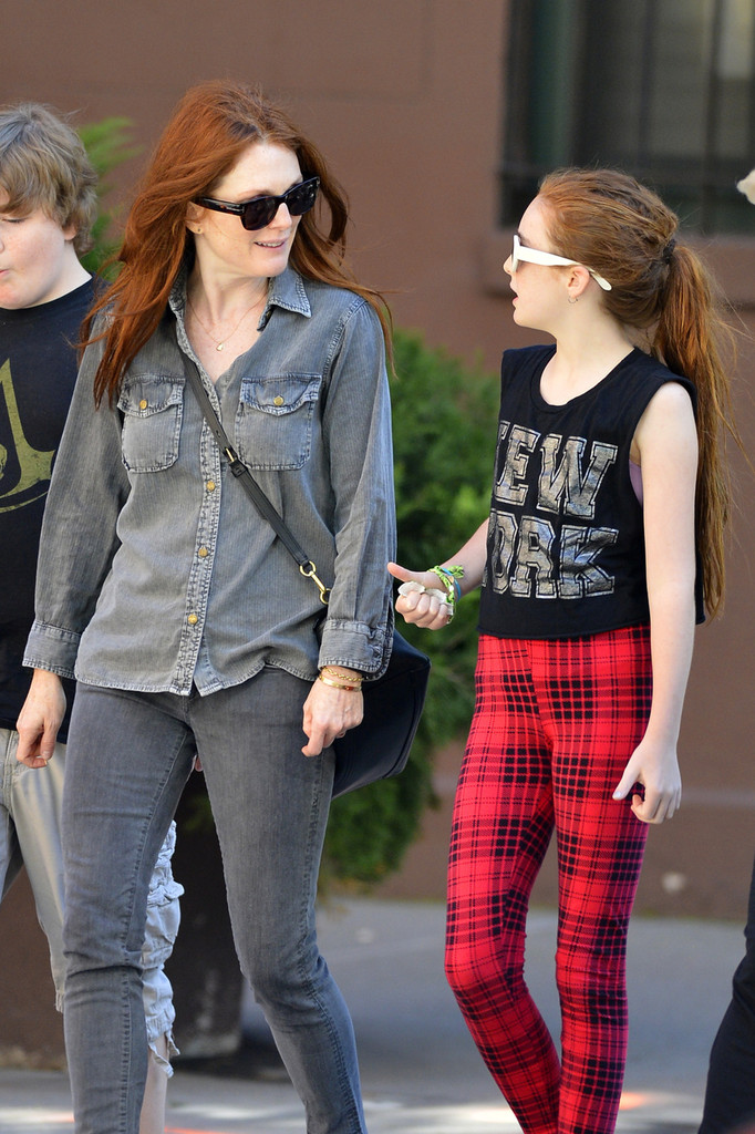liv freundlich photos photos - julianne moore and daughter in nyc