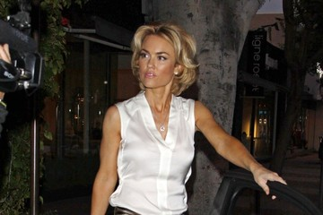Kelly Carlson Actress Kelly Carlson seen leaving popular restaurant Madeo's in Hollywood after a dinner date with friends