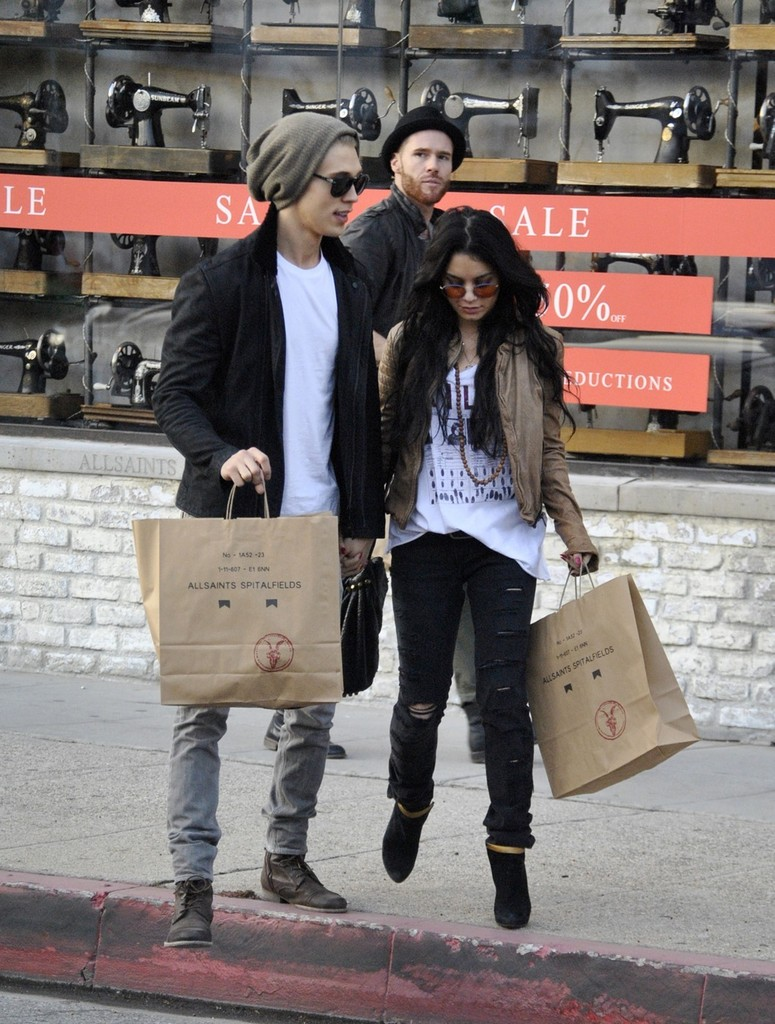 Vanessa Hudgens And Austin Butler Shop Zimbio