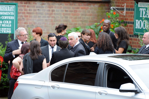 Mourners at the Amy Winehouse Funeral 2
