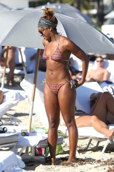 Alexandra Burke Photos Photos Alexandra Burke On The