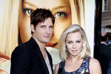 """Jennie Garth Peter Facinelli Amanda Seyfried at the Los Angeles premiere of """"Letters To Juliet"""""""