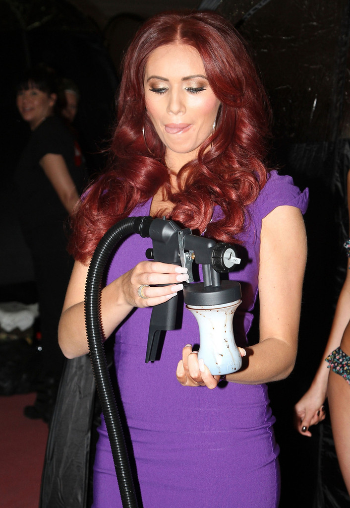 TOWIE's Amy Childs Broke the World Spray-Tan Record. YUP.