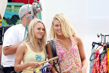 "Loraine Nicholson AnnaSophia Robb Films ""Soul Surfer"", filming in Hawaii"