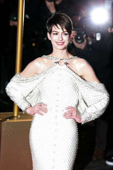 Anne Hathaway - Amanda Seyfried, Anne Hathway and Samantha Barks on the red carpet for the 'Les Miserables' World premiere at Odeon Leicester Square in London