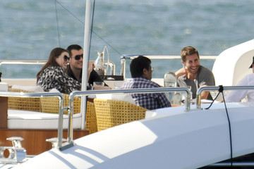 Anne Hathaway Jake Gyllenhaal Jake Gyllenhaal and Anne Hathaway on a Yacht in Sydney Harbour 2