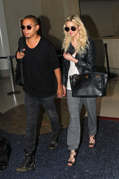 Ashlee Simpson - Ashlee Simpson Holds Hands with Her Boyfriend at LAX