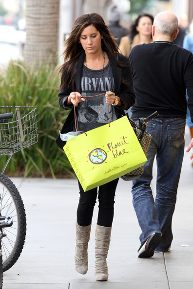 "Ashley Tisdale ""Hellcats"" star Ashley Tisdale goes shopping in Beverly Hills with her mom Lisa. Ashley picked out some clothes at Planet Blue before heading to coffee bean to get her mom and herself a drink."